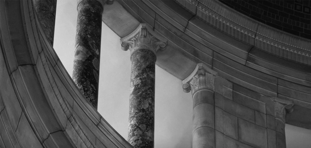 Grayscale version of columns inside of the Nebraska State Capitol building